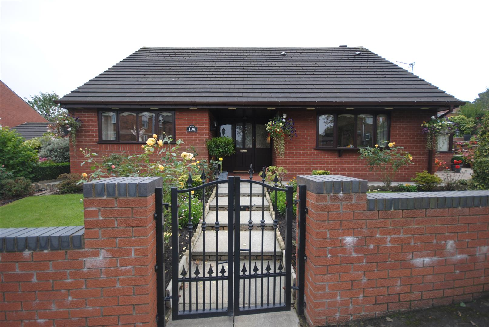 3 Bedrooms Detached Bungalow for sale in Grove Lane, Standish, Wigan
